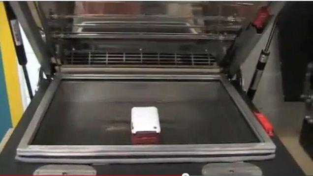 放置iphone殼到3D真空熱轉印設備